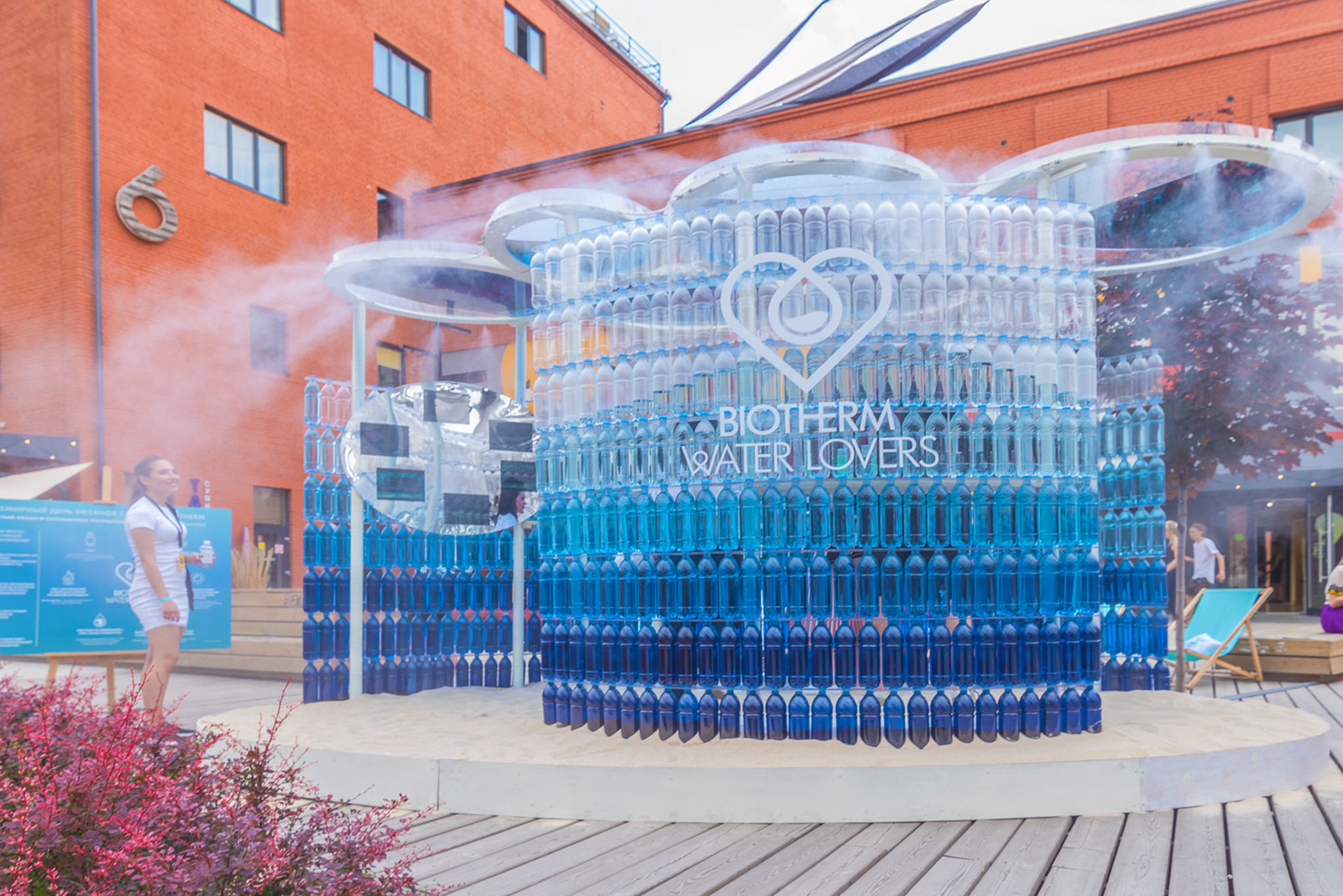 """Waterlovers"" pavilion for Biotherm."