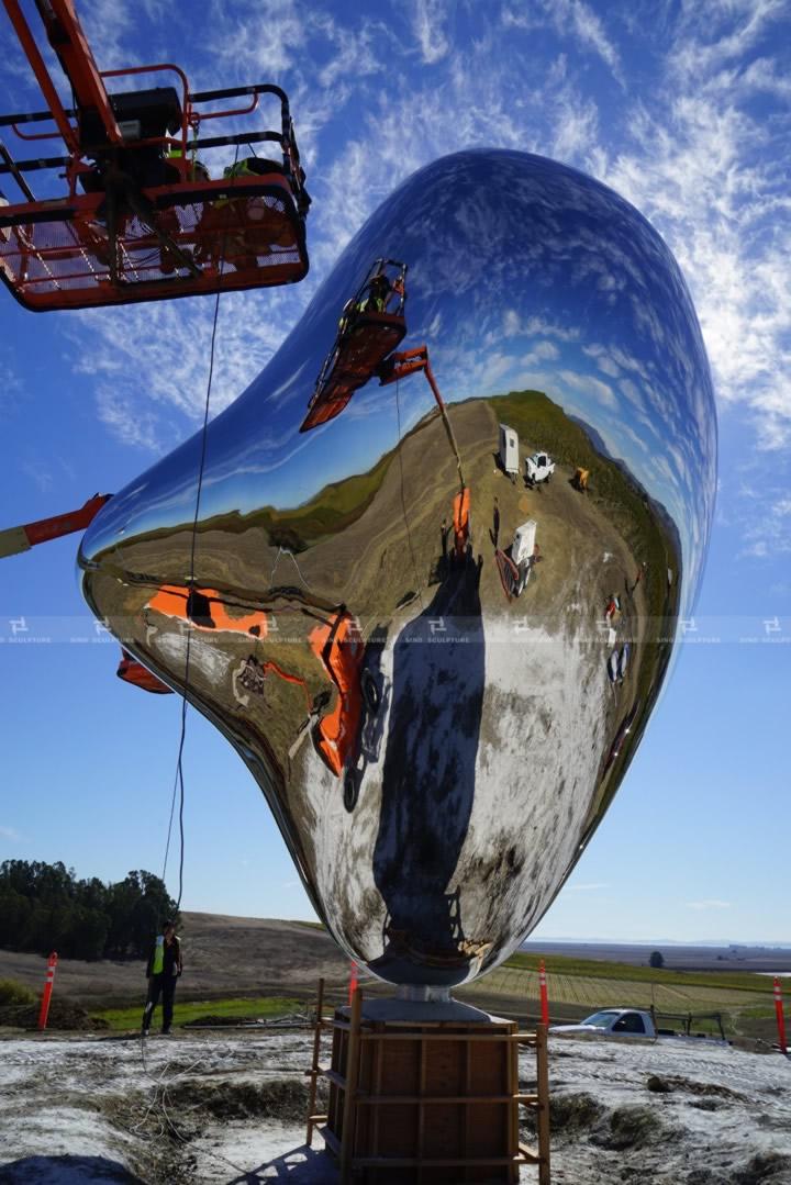 Love me heart sculpture  Sonoma, CA, USA , Richard Hudson Sculptor, British Artist, Stainless steel artwork