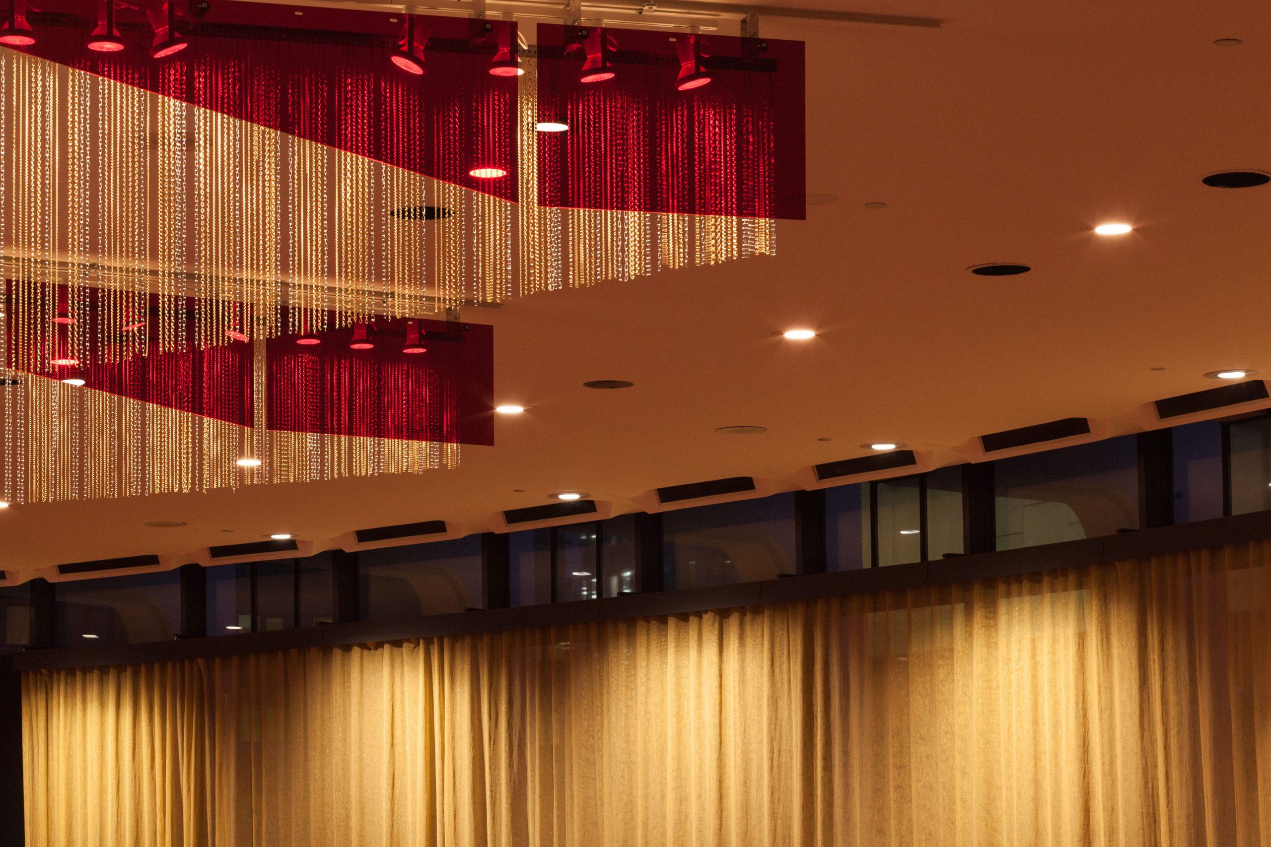 Opalescente Fiction, 21 sculptural chandeliers