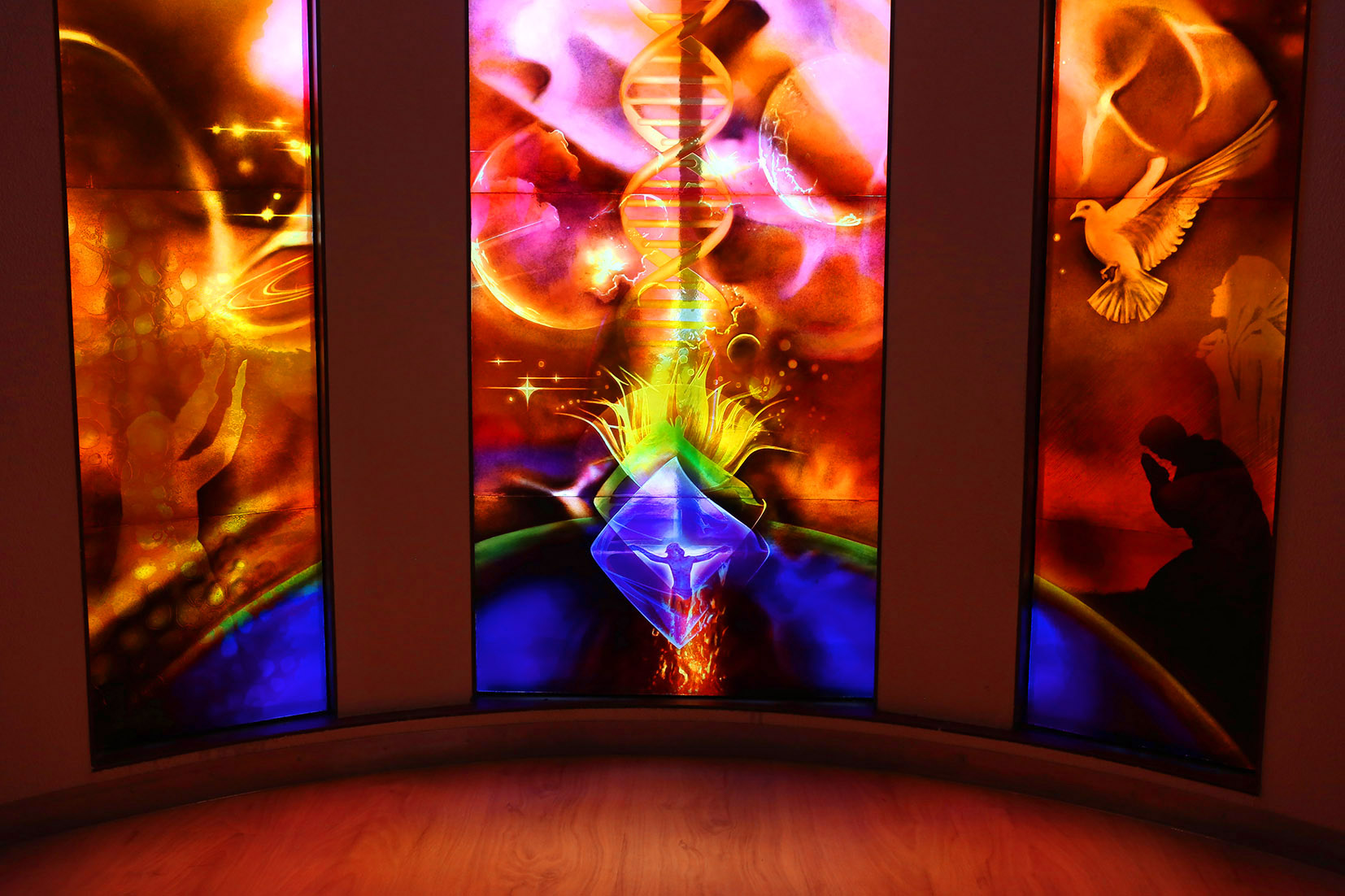 Redeemer Chapel, Triptych Cosmic Christ