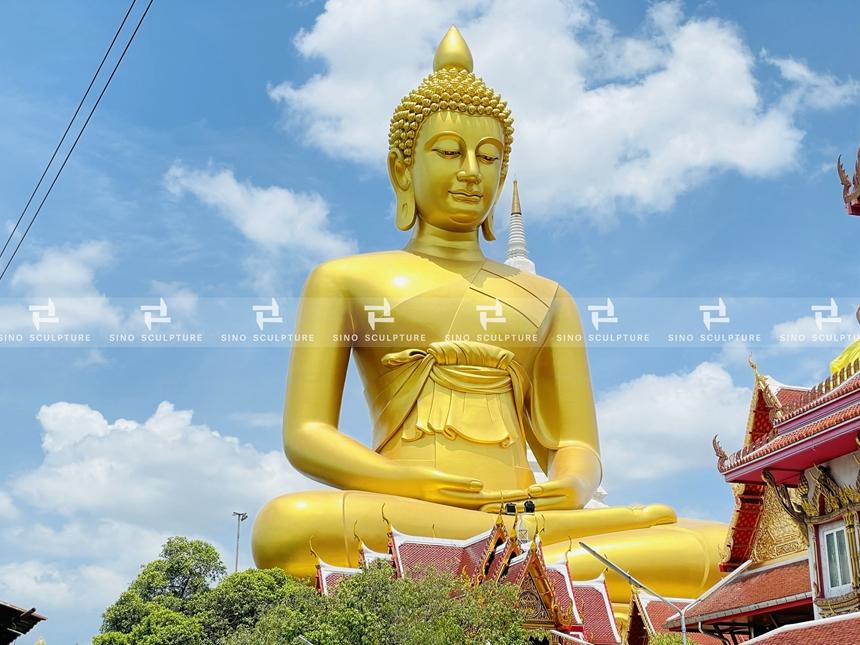 Gold Painted Bronze Shakyamuni Buddha Statue in Bangkok, Thailand