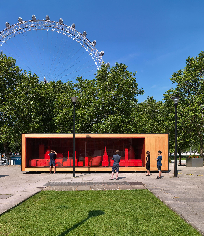 London Dresser